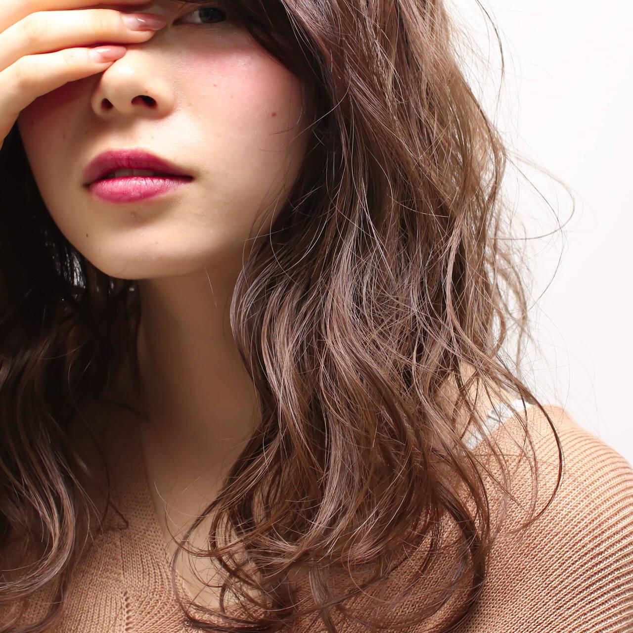 セミロング 大人かわいい 外国人風 ハイライトヘアスタイルや髪型の写真・画像