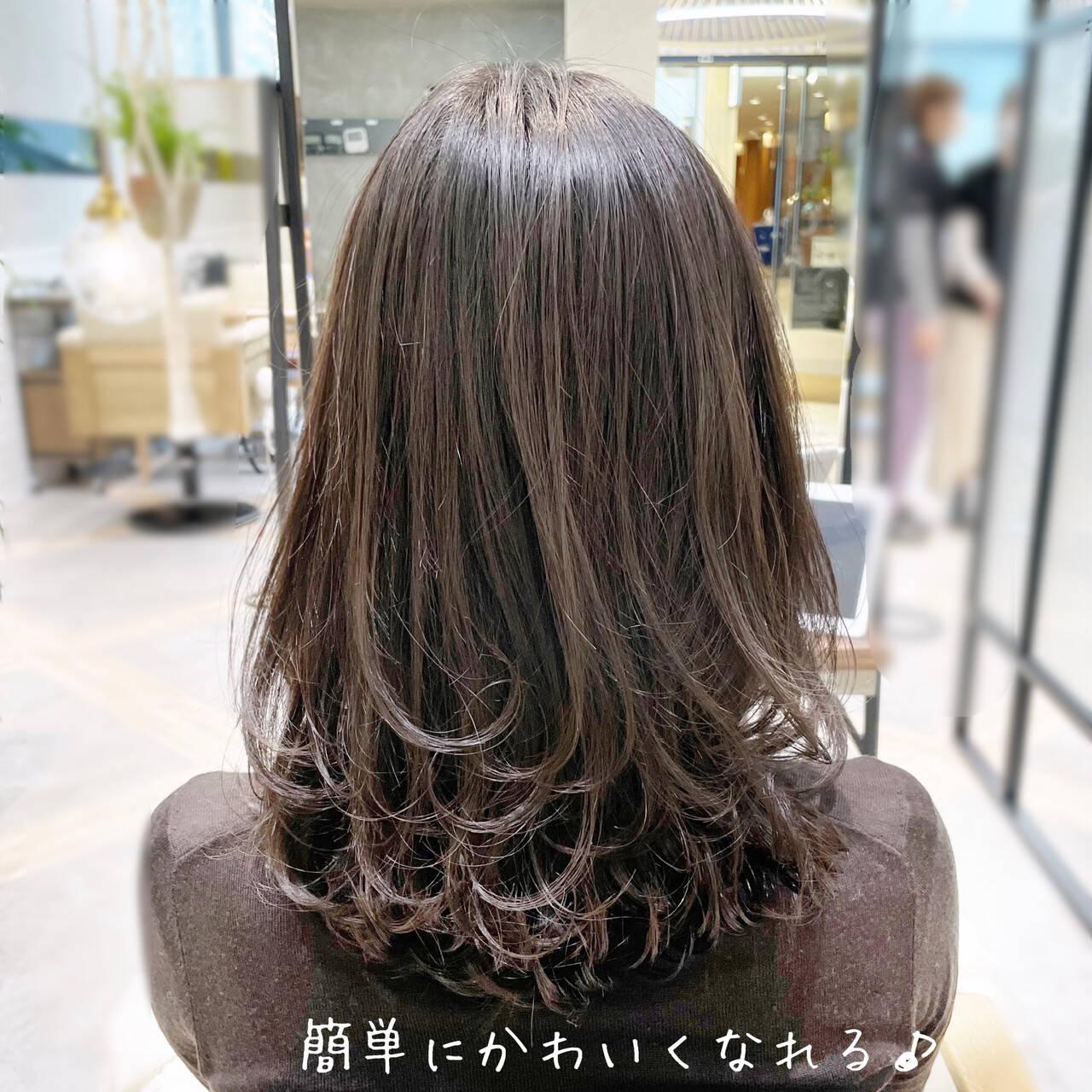 透明感カラー レイヤーカット ミディアムレイヤー ハイライトヘアスタイルや髪型の写真・画像
