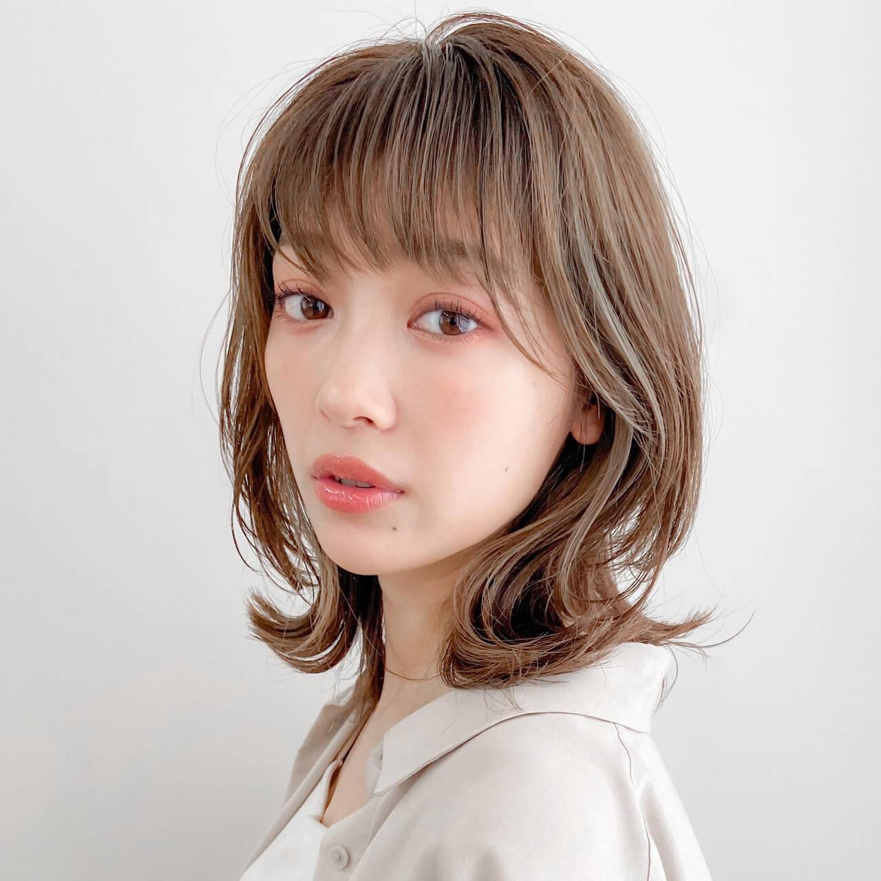 ミディアム ミルクティーベージュ 大人女子 デジタルパーマヘアスタイルや髪型の写真・画像