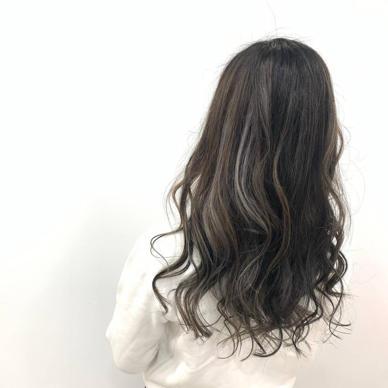 エアータッチ コントラストハイライト セミロング ハイライトヘアスタイルや髪型の写真・画像
