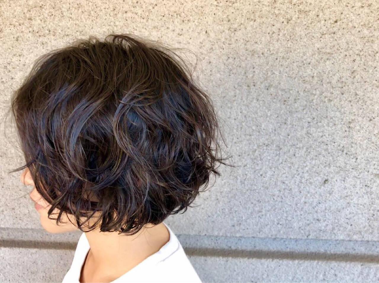 ナチュラル 簡単 パーマ ウェーブヘアスタイルや髪型の写真・画像