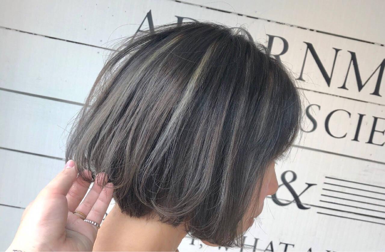 ハイライト 抜け感 アッシュベージュ デートヘアスタイルや髪型の写真・画像