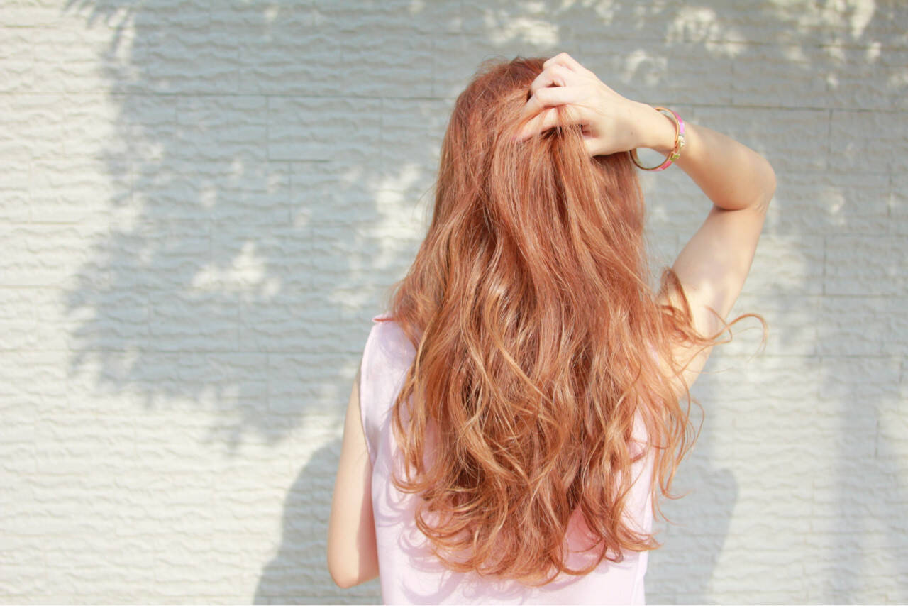 リラックス レッド 秋 ピンクヘアスタイルや髪型の写真・画像
