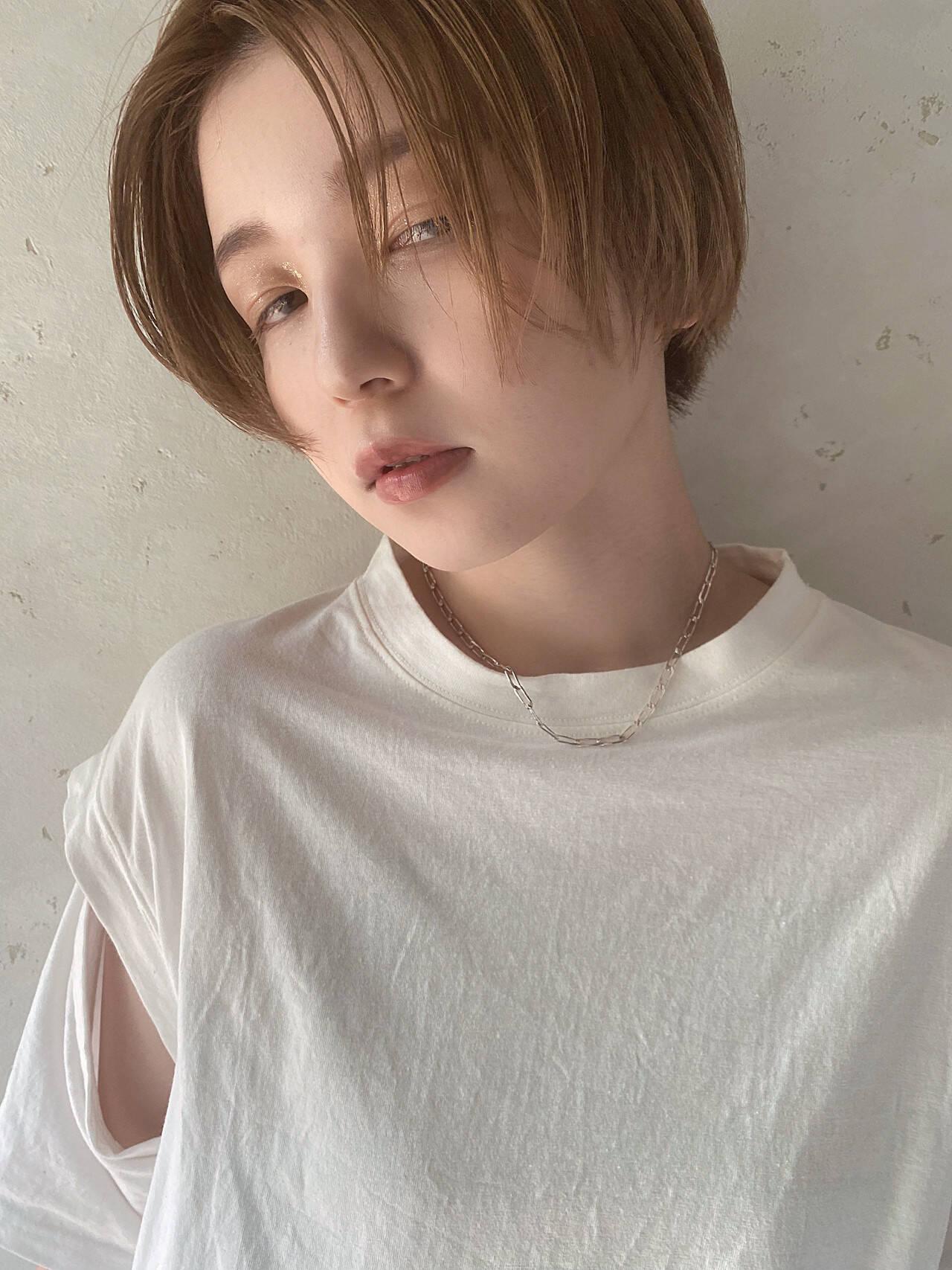 アンニュイ ショート モード ハイトーンヘアスタイルや髪型の写真・画像