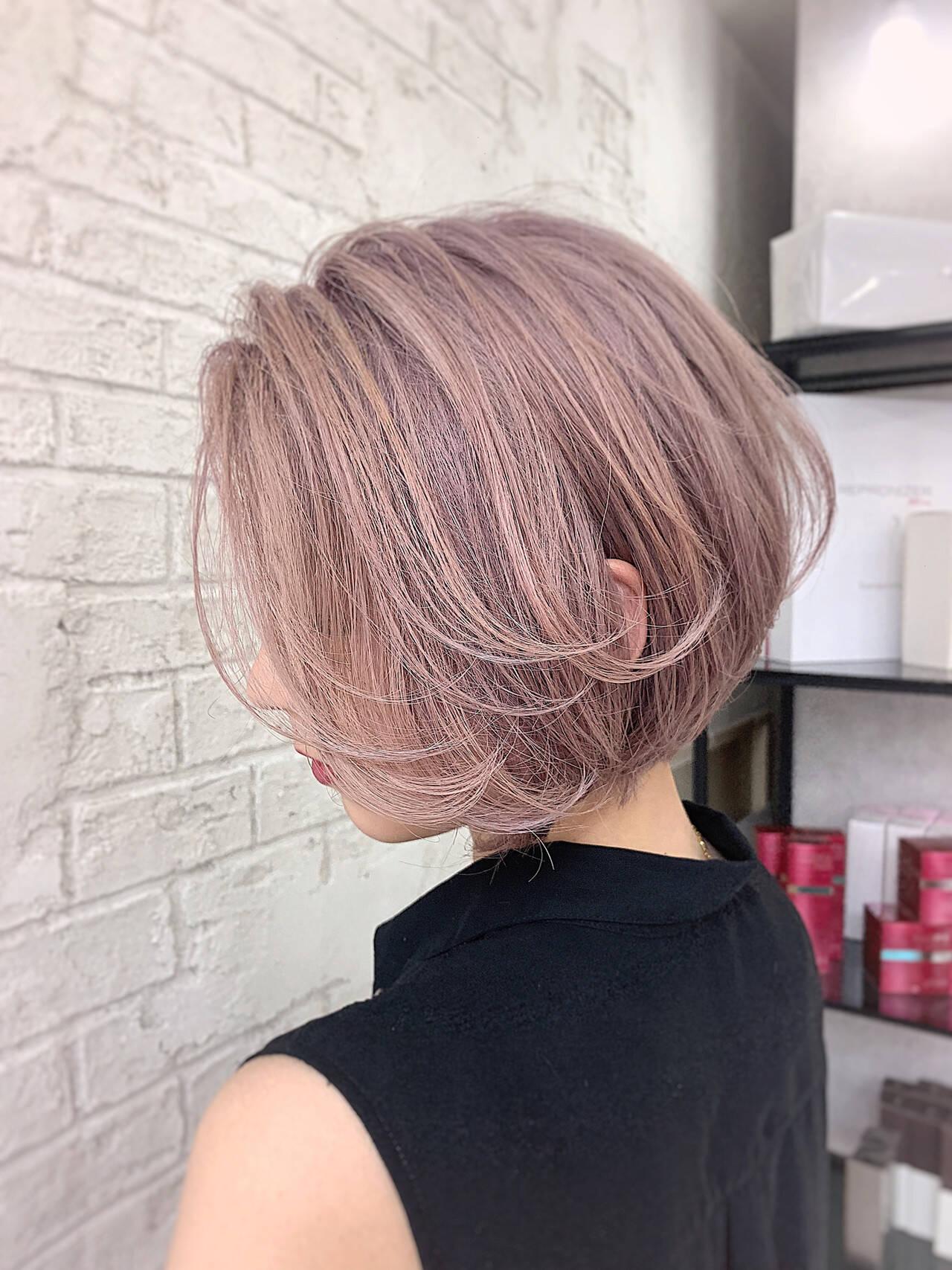 インナーカラー フェミニン ボブ ショートヘアヘアスタイルや髪型の写真・画像