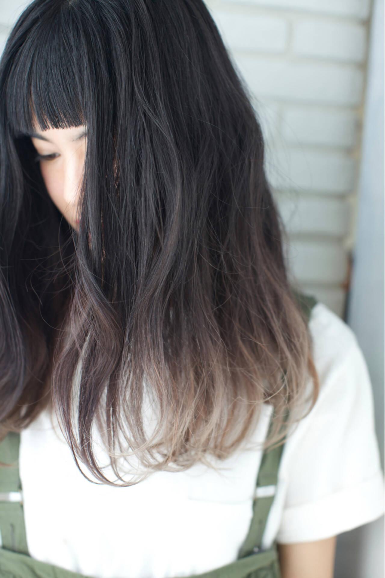 セミロング オン眉 アッシュ パーマヘアスタイルや髪型の写真・画像