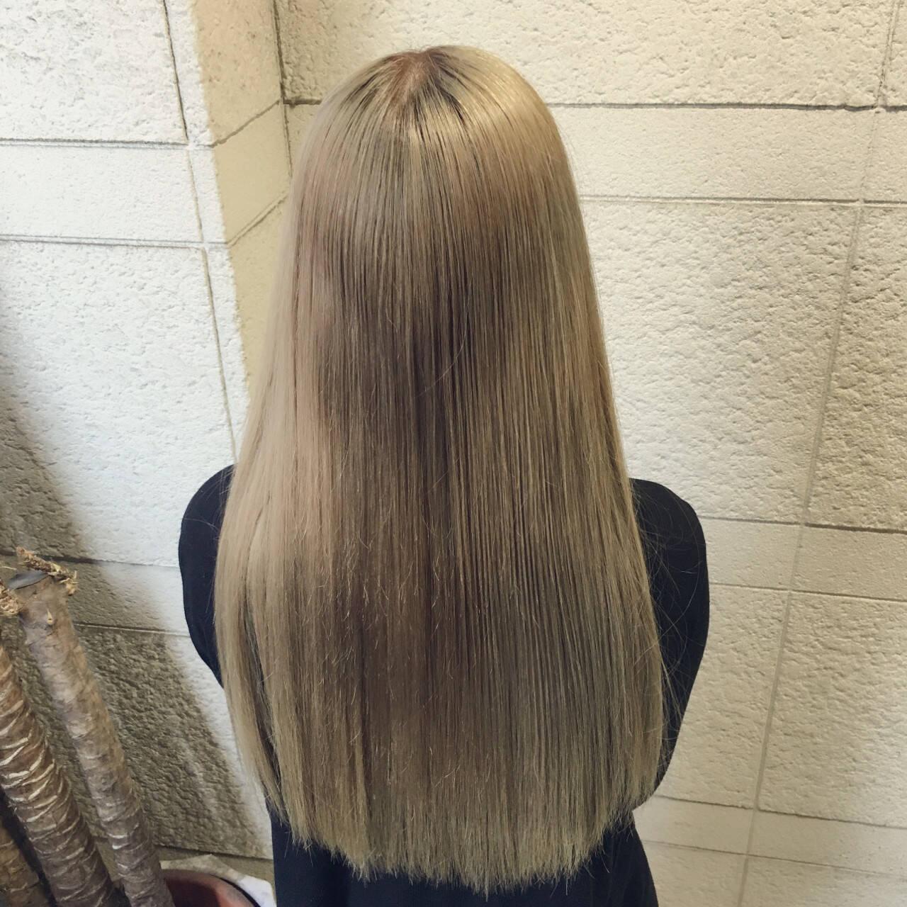 ナチュラル マット ハイトーン アッシュヘアスタイルや髪型の写真・画像