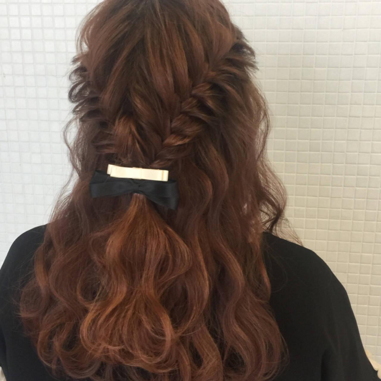 ヘアアレンジ フェミニン フィッシュボーン 簡単ヘアアレンジヘアスタイルや髪型の写真・画像