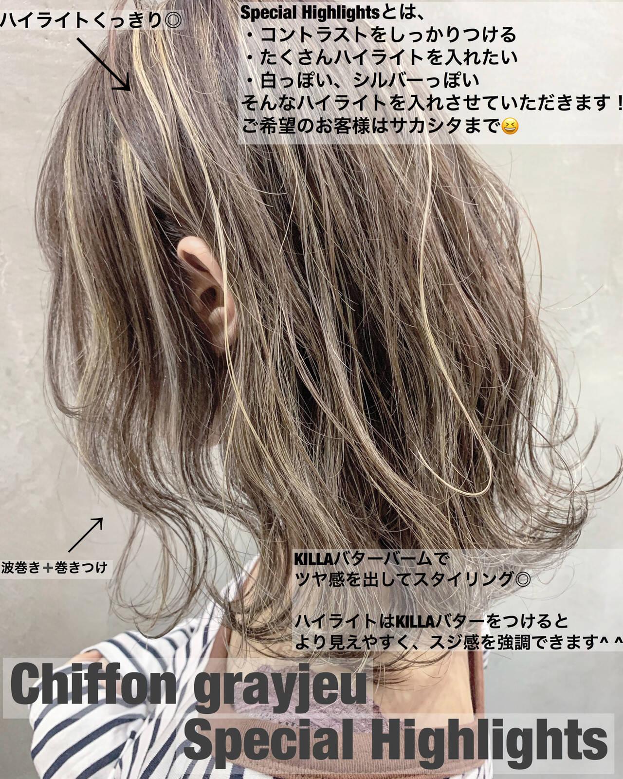 ミディアム ハイライト グレージュ グラデーションカラーヘアスタイルや髪型の写真・画像