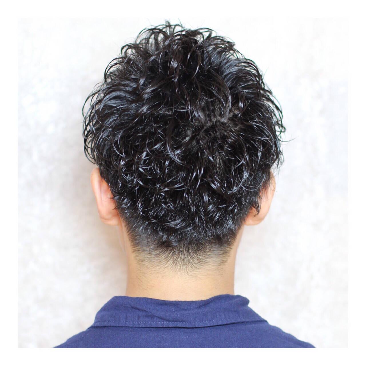 ショート ナチュラル 刈り上げ パーマヘアスタイルや髪型の写真・画像
