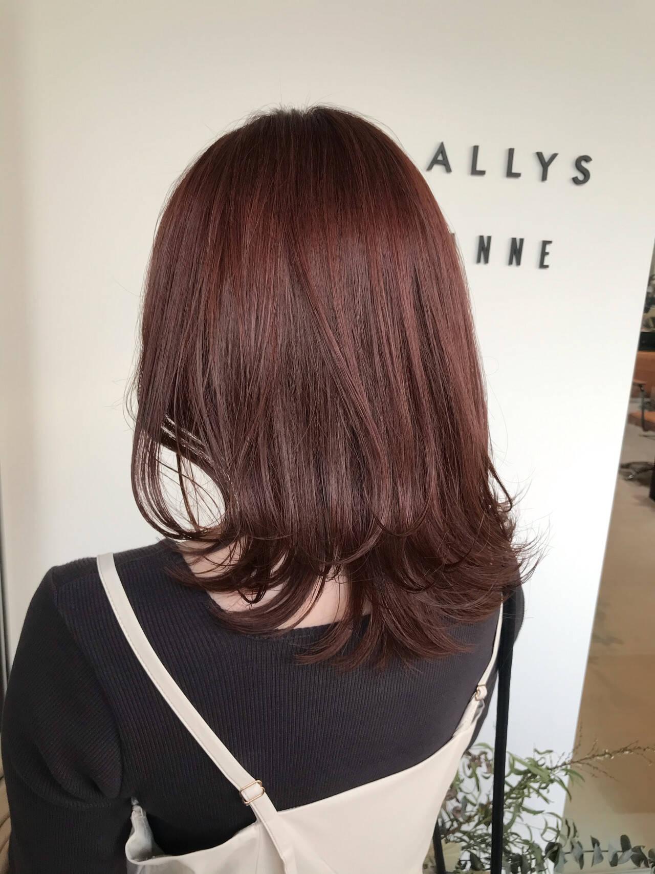 外ハネ レイヤーカット フェミニン ピンクベージュヘアスタイルや髪型の写真・画像
