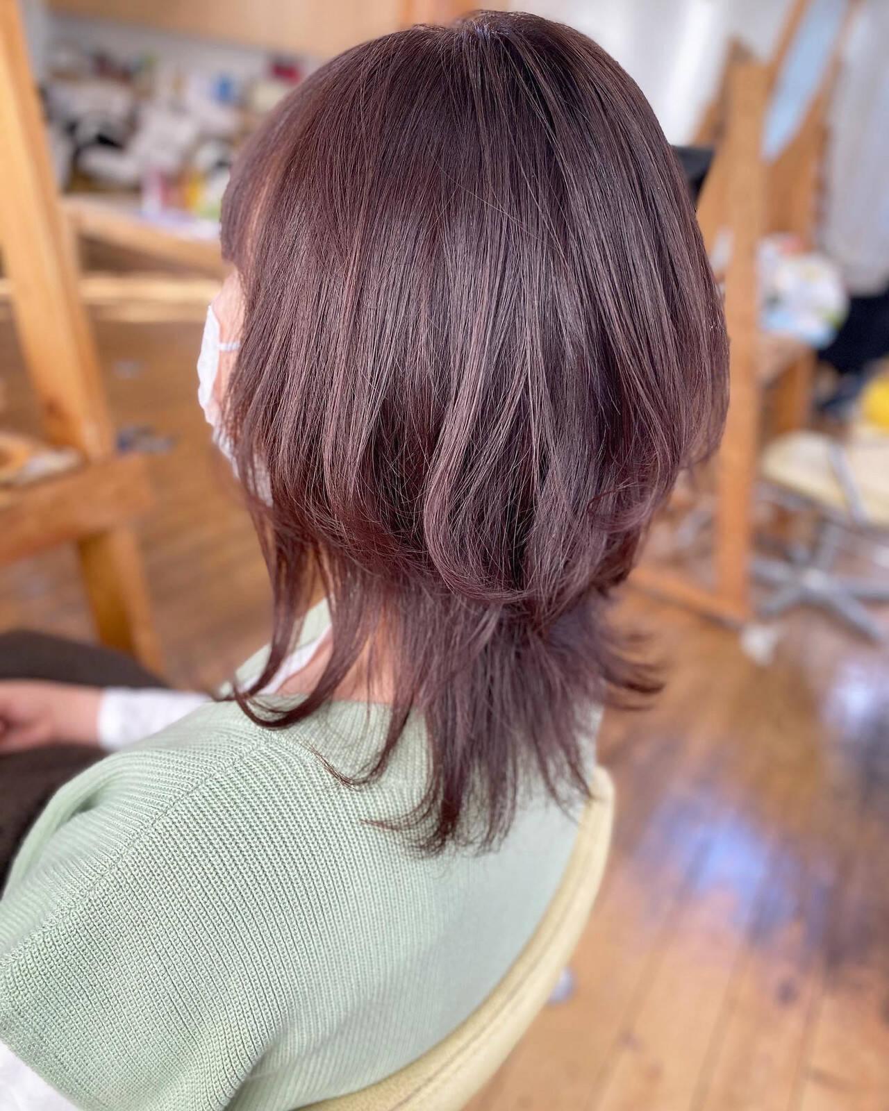 ミディアム ウルフカット ガーリー ラベンダーピンクヘアスタイルや髪型の写真・画像