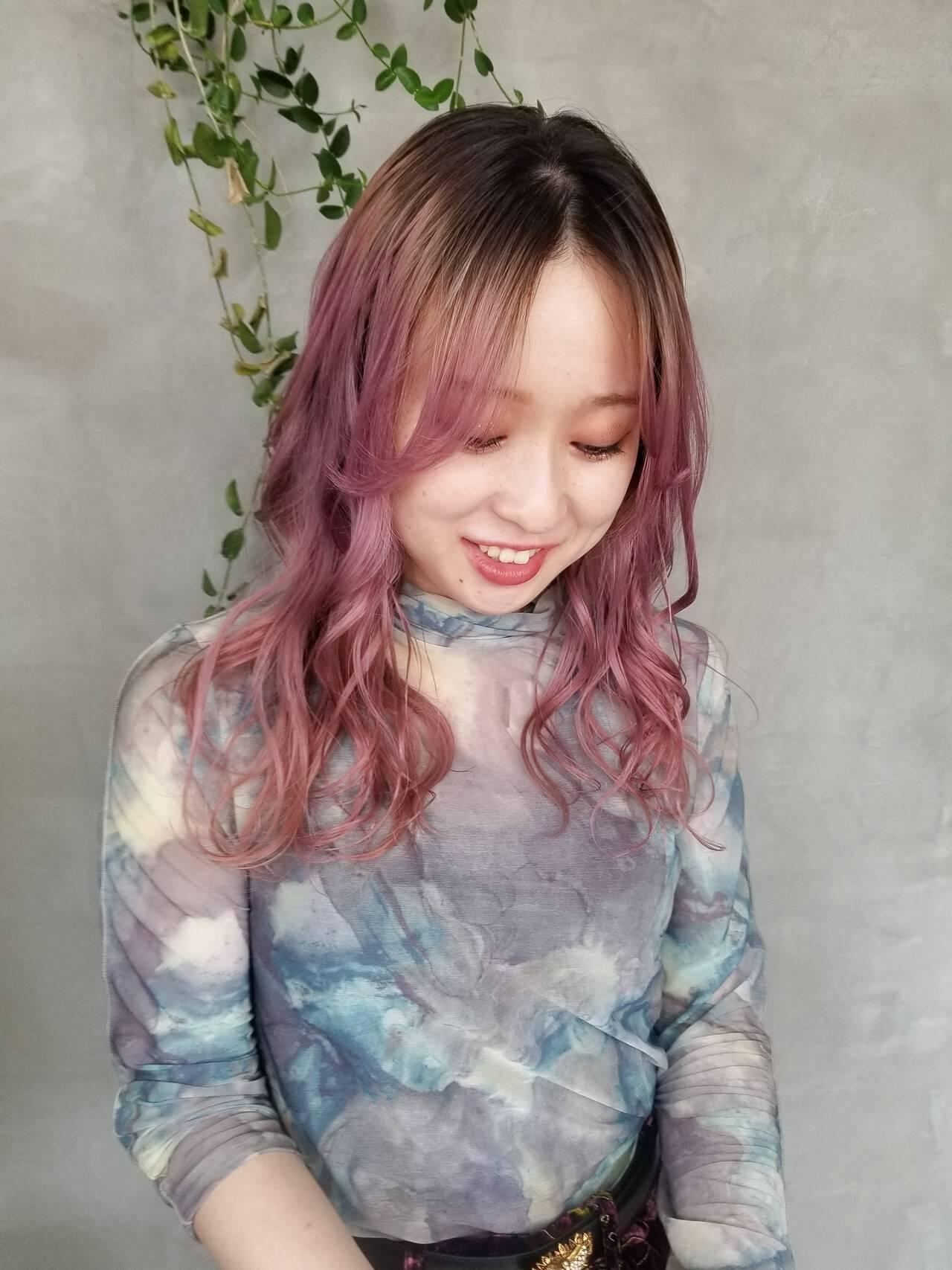ピンク ベリーピンク グラデーションカラー ストリートヘアスタイルや髪型の写真・画像