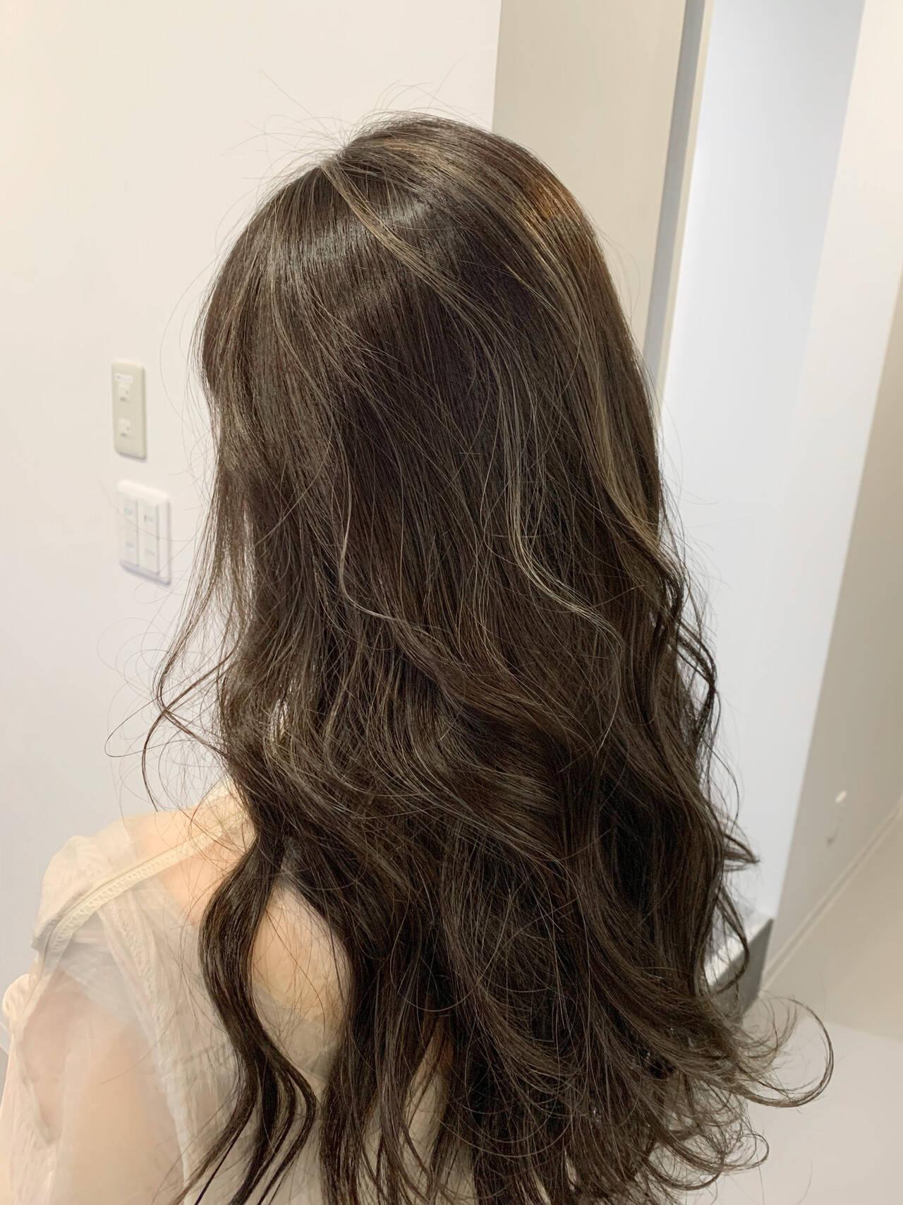グレージュ ミルクティーベージュ ハイライト ガーリーヘアスタイルや髪型の写真・画像