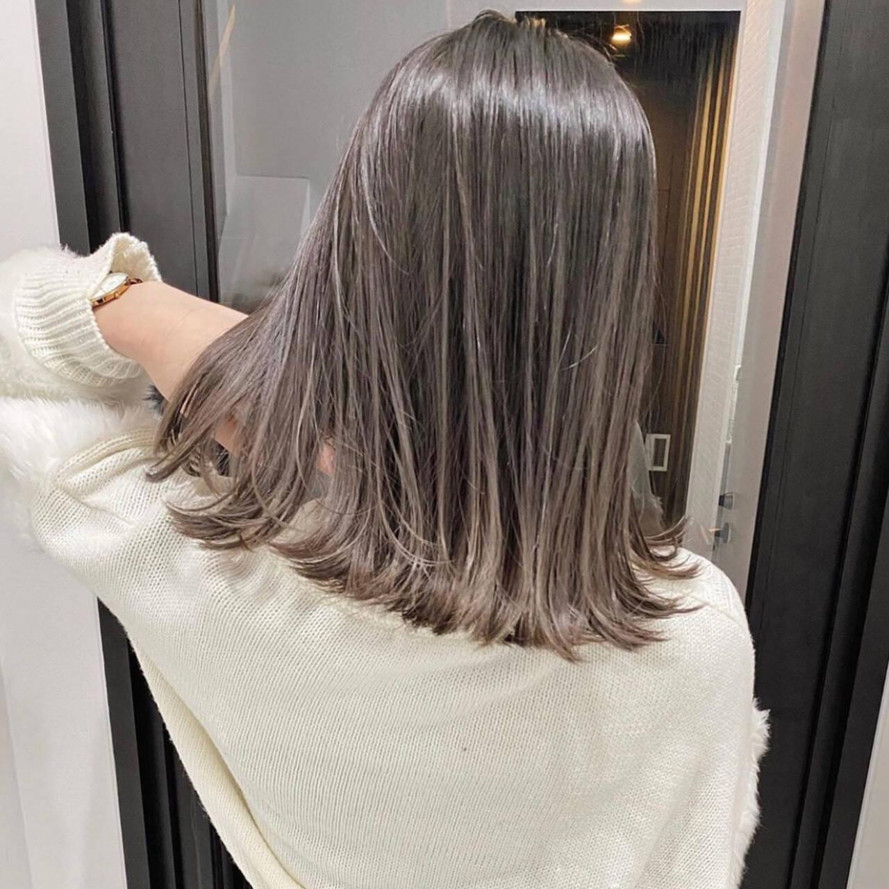 グレージュ グラデーションカラー ラベンダーグレージュ アッシュグレーヘアスタイルや髪型の写真・画像