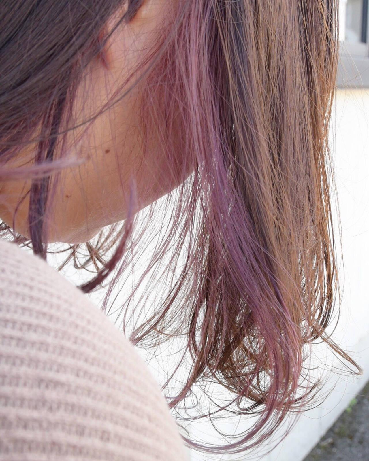 インナーピンク ブリーチカラー ロング インナーカラーヘアスタイルや髪型の写真・画像