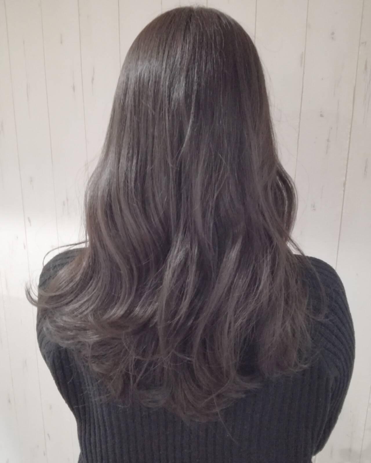 ロング ナチュラル アッシュベージュ 外国人風カラーヘアスタイルや髪型の写真・画像