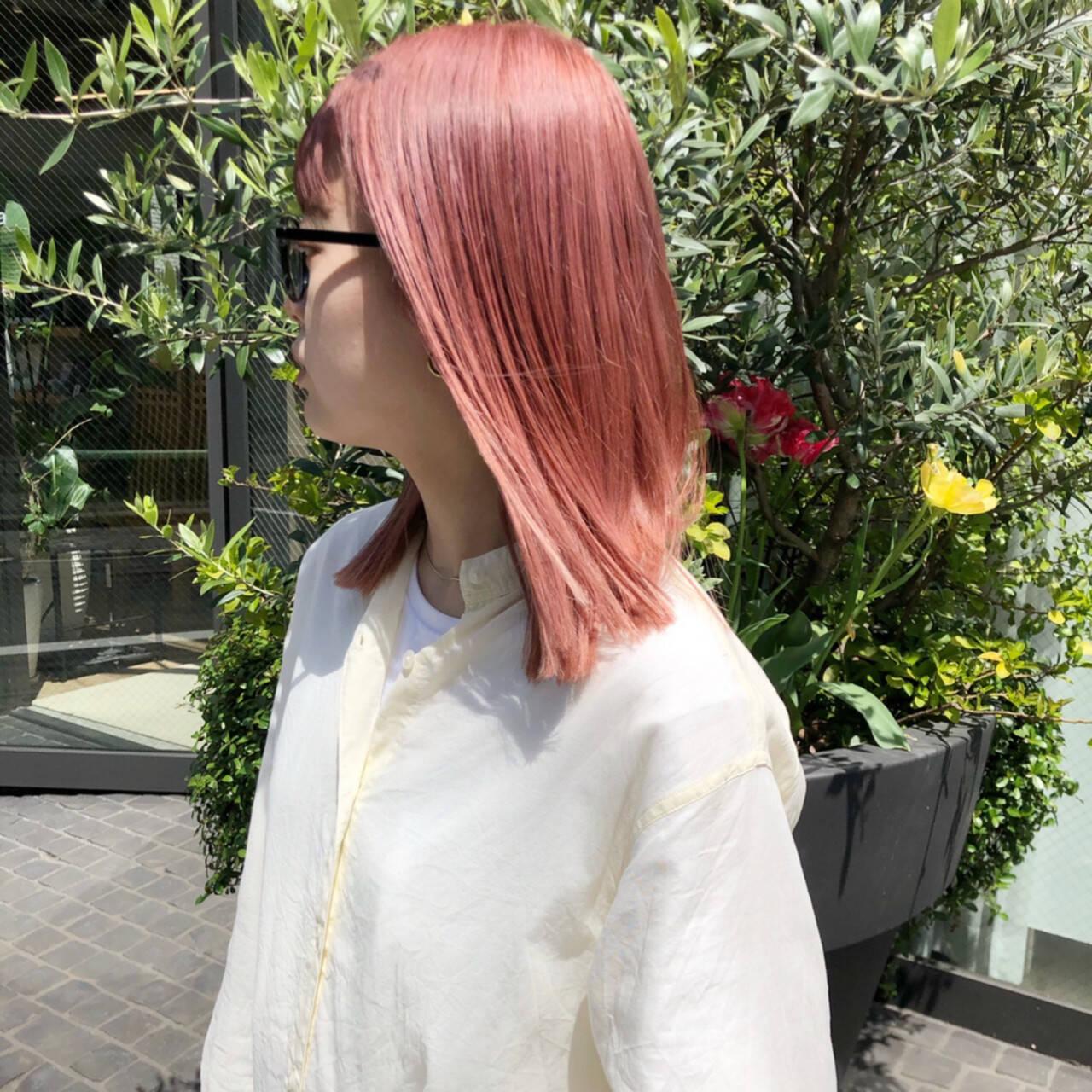 デート ピンク カジュアル ストリートヘアスタイルや髪型の写真・画像