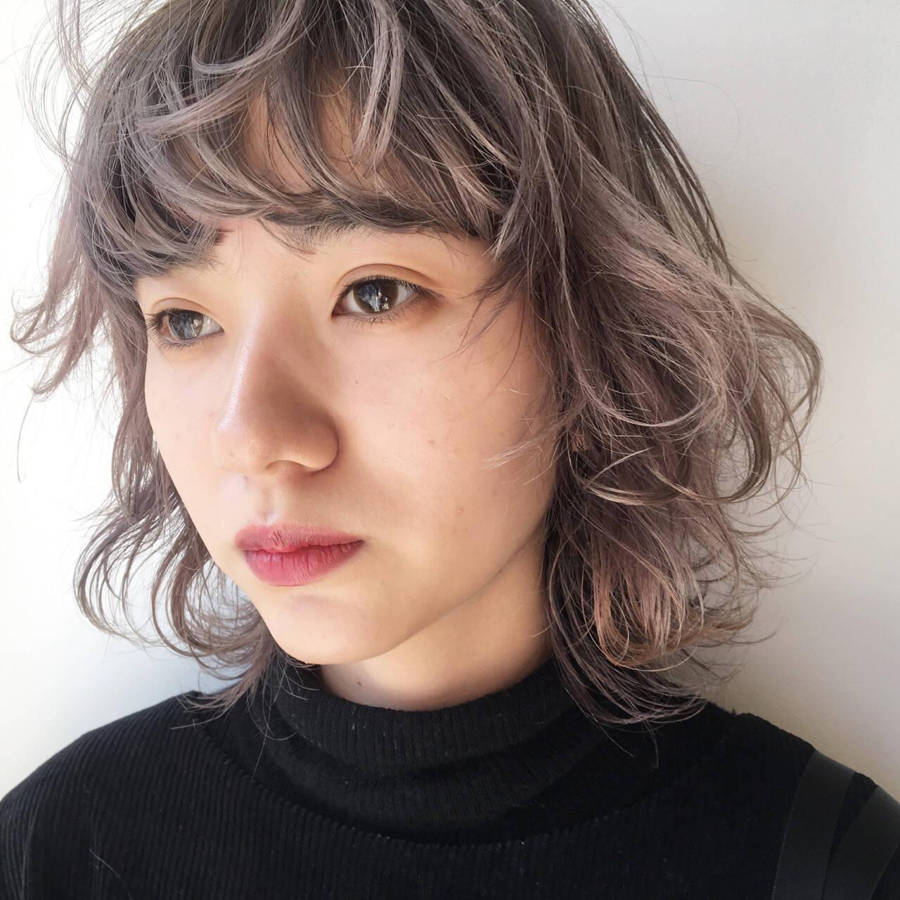 ウルフカット マッシュ ダブルカラー ナチュラルヘアスタイルや髪型の写真・画像