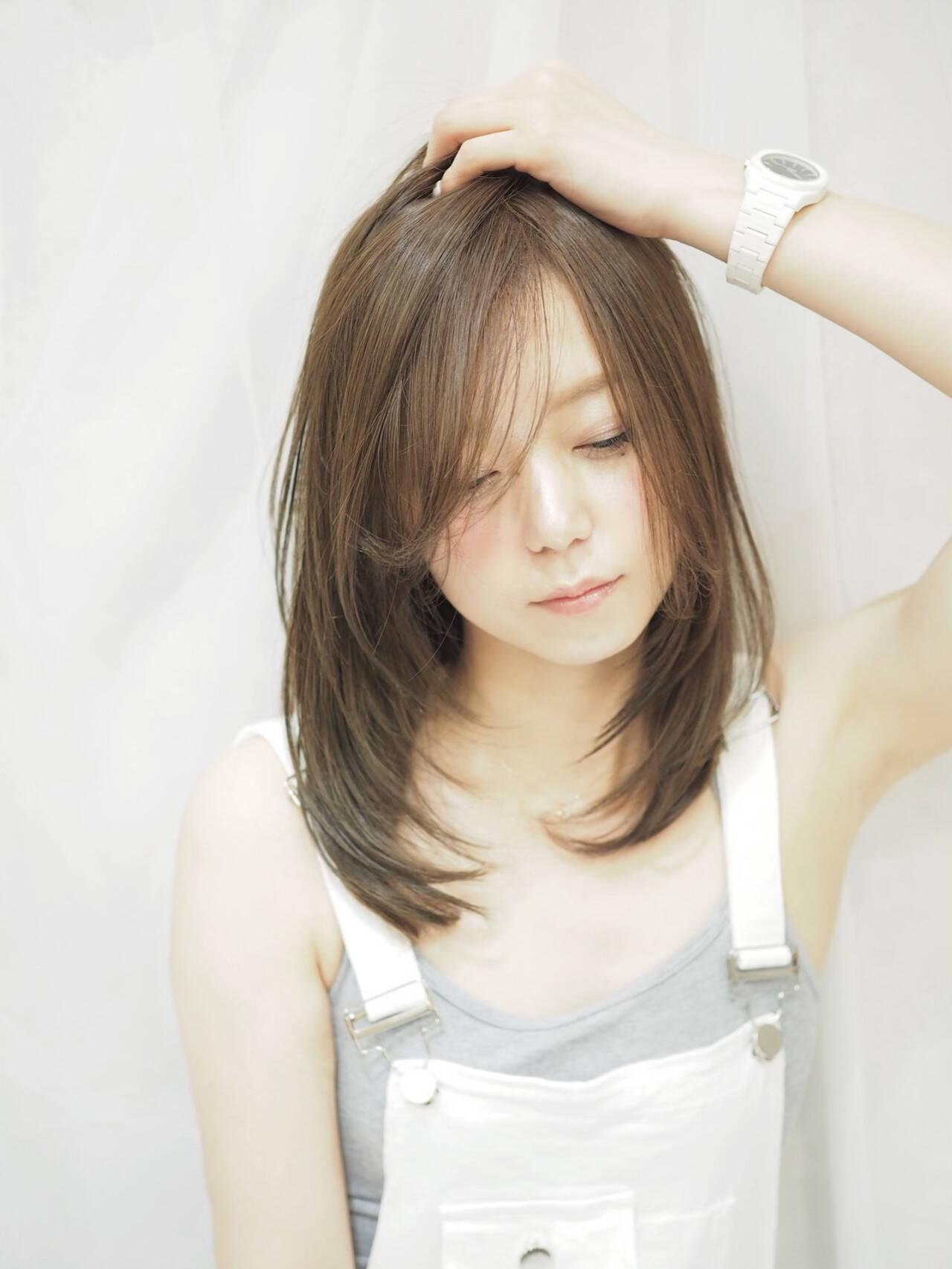 レイヤースタイル セミロング レイヤーカット アッシュヘアスタイルや髪型の写真・画像