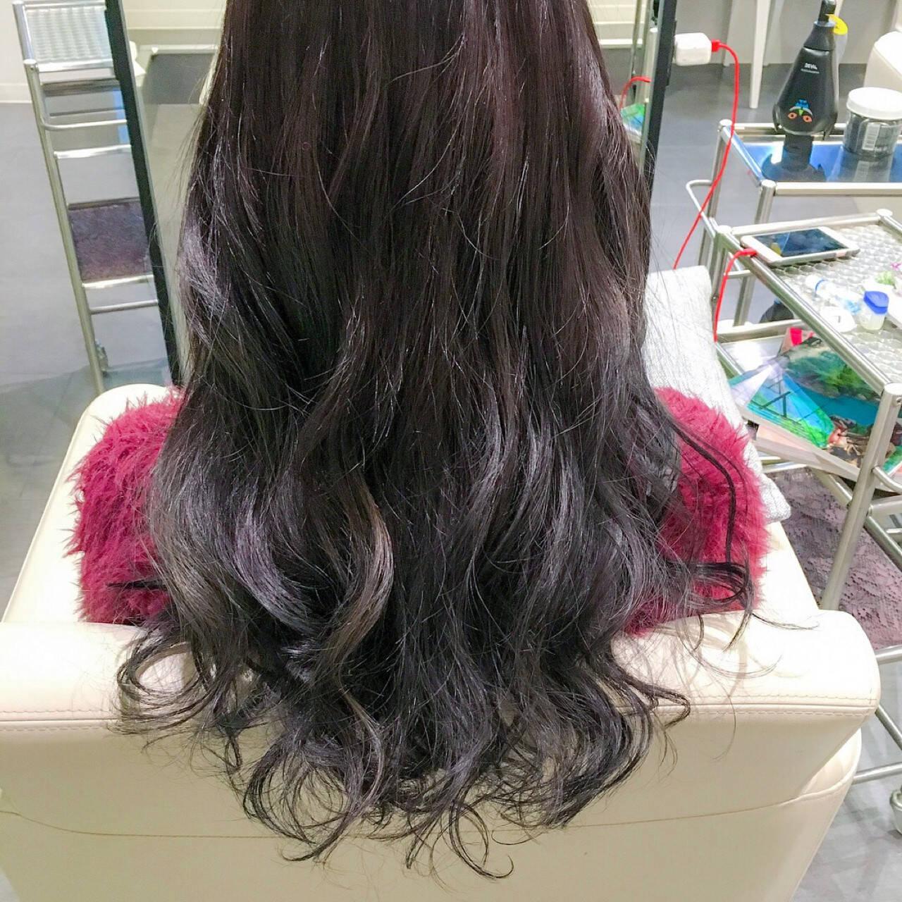 ロング フェミニン アッシュ グラデーションカラーヘアスタイルや髪型の写真・画像