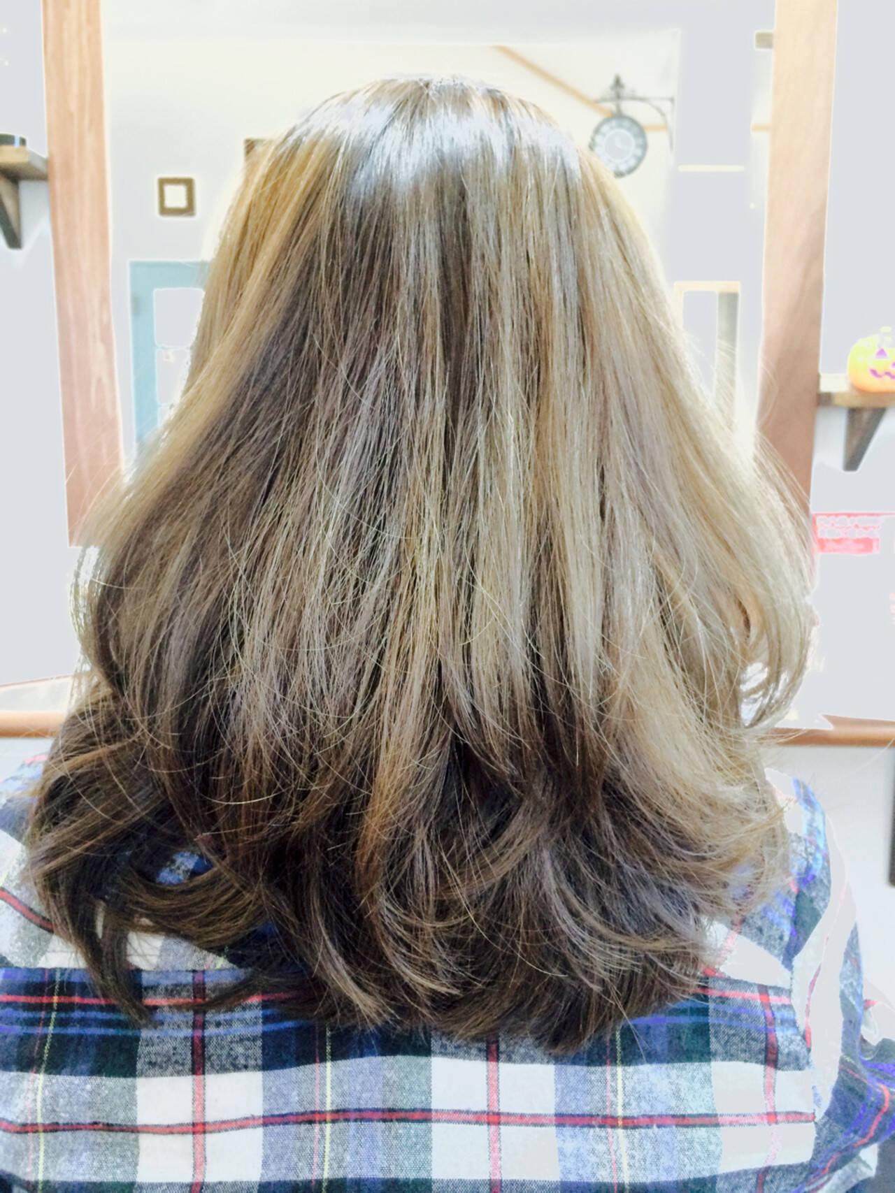 ナチュラル ミディアム アッシュ アッシュブラウンヘアスタイルや髪型の写真・画像