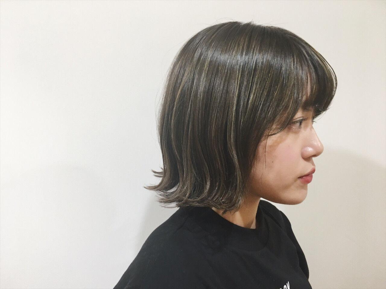 アッシュ 外ハネ ウェットヘア ハイライトヘアスタイルや髪型の写真・画像