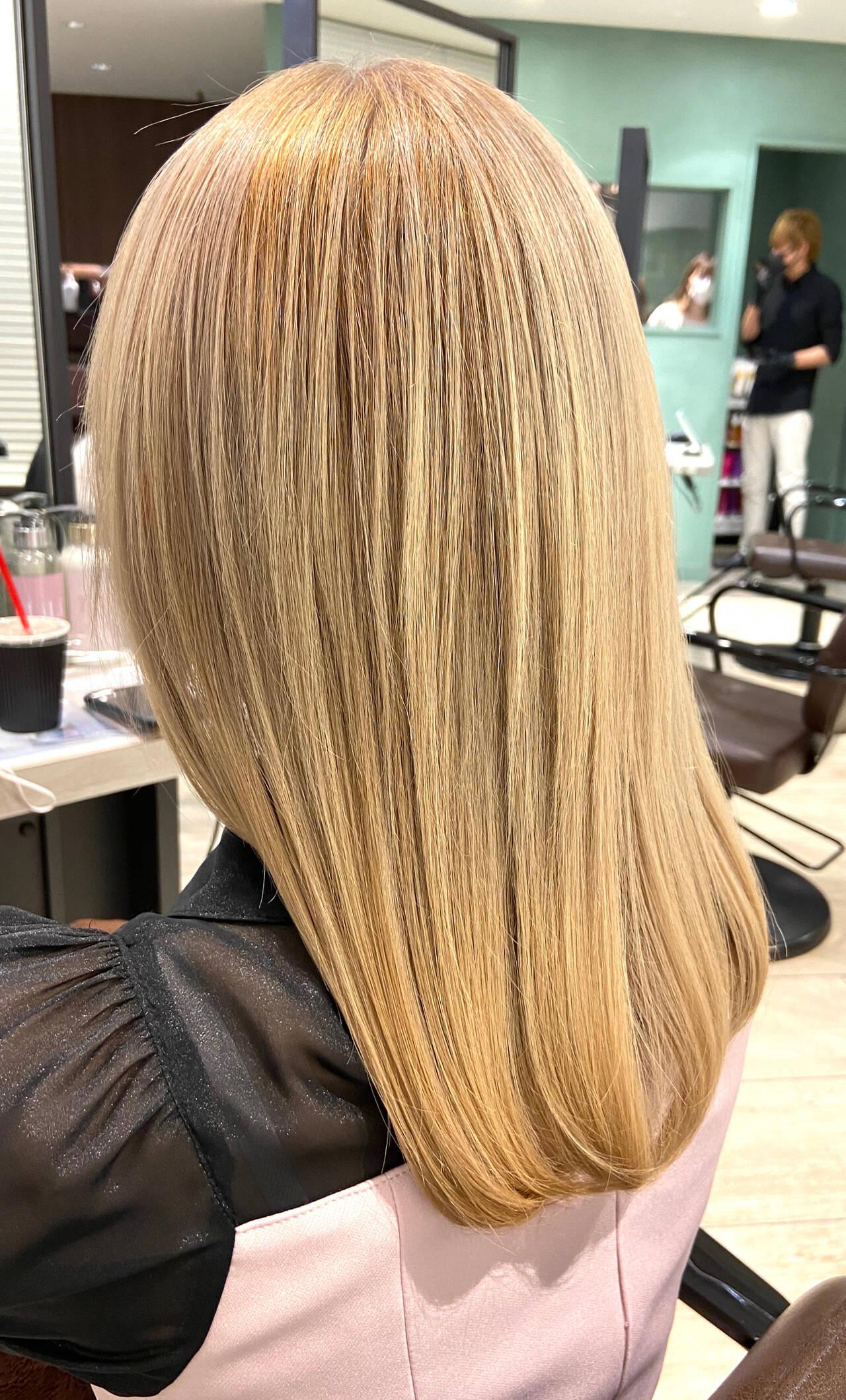 ミディアム クリームブロンド ブロンド プラチナブロンドヘアスタイルや髪型の写真・画像