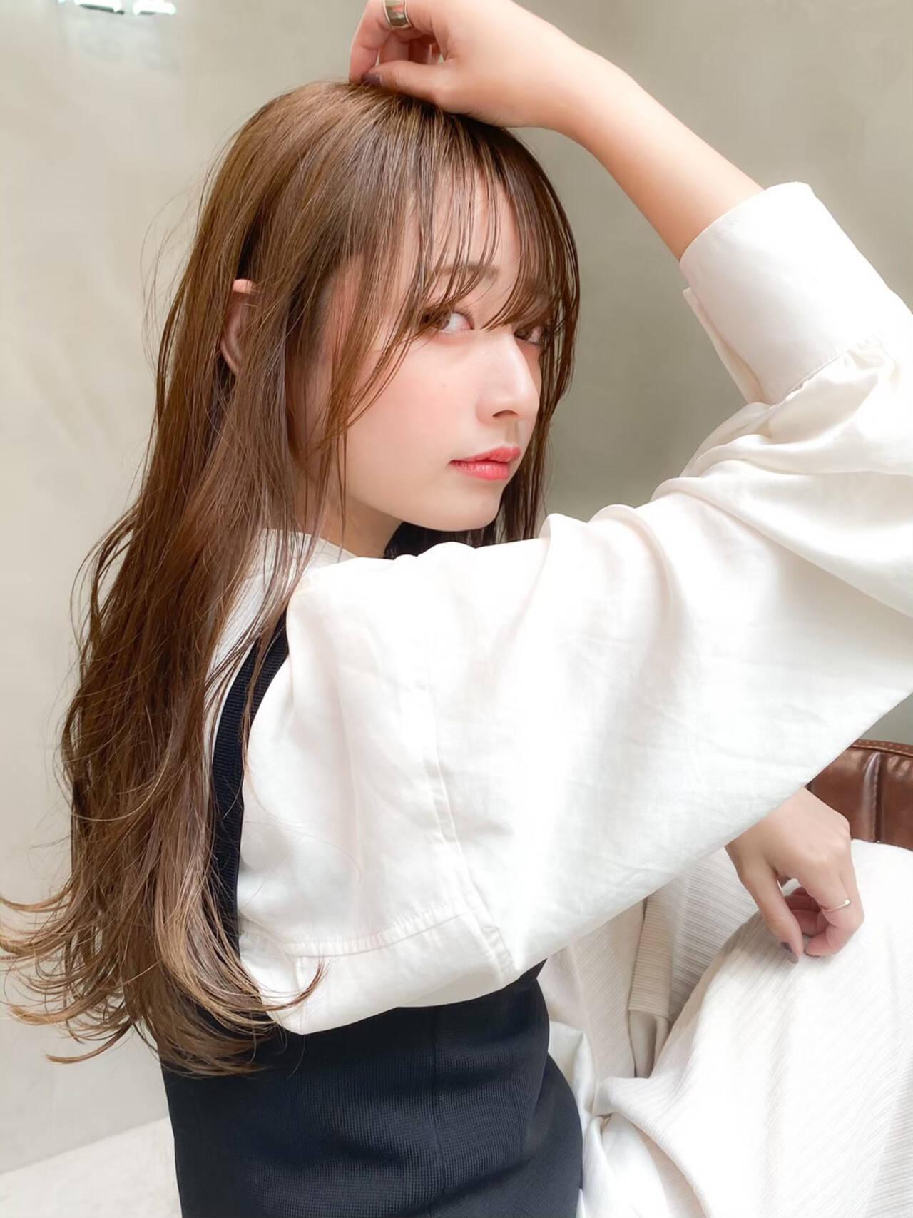 グレージュ くすみカラー ロング セミウェットヘアスタイルや髪型の写真・画像