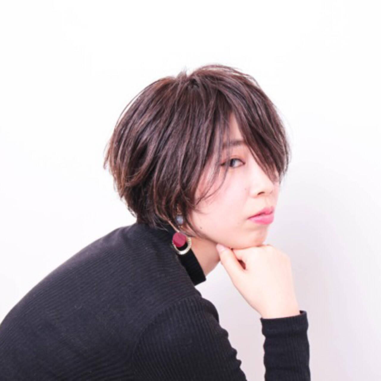 暗髪 ハイライト ボブ ナチュラルヘアスタイルや髪型の写真・画像