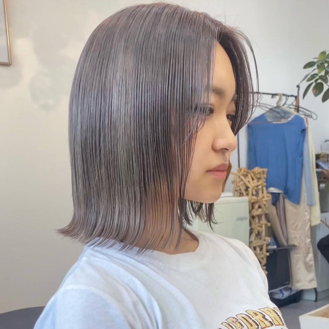 ブリーチカラー 切りっぱなしボブ ミニボブ ハイトーンカラーヘアスタイルや髪型の写真・画像
