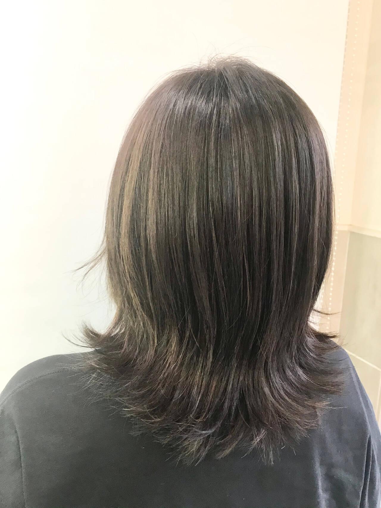 セミロング 大人ハイライト ナチュラル ハイライトヘアスタイルや髪型の写真・画像