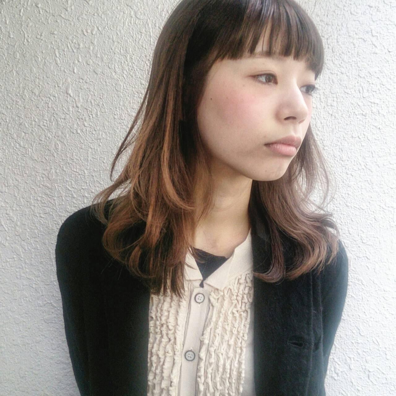 レイヤーカット フェミニン 抜け感 ミディアムヘアスタイルや髪型の写真・画像