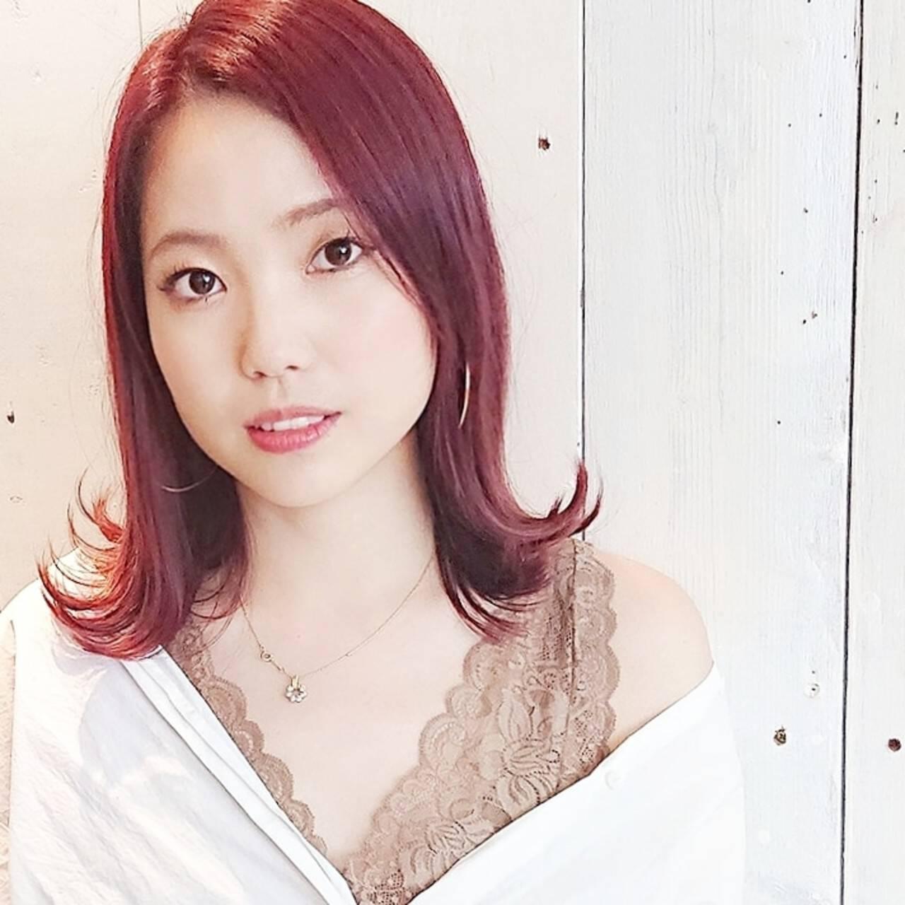 ピンク フェミニン ストリート レッドヘアスタイルや髪型の写真・画像