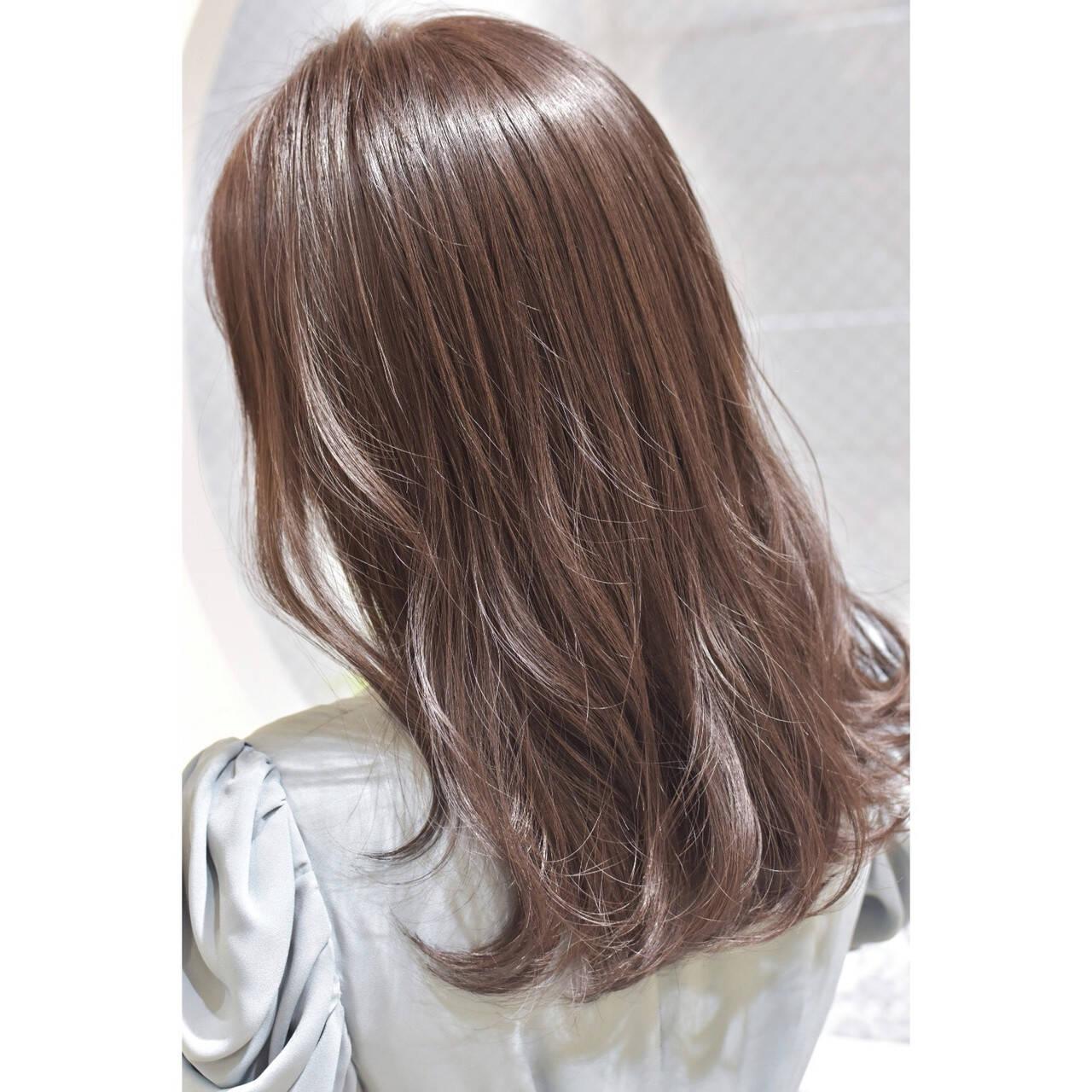 ミルクティーベージュ フェミニン セミロング ミルクティーグレージュヘアスタイルや髪型の写真・画像
