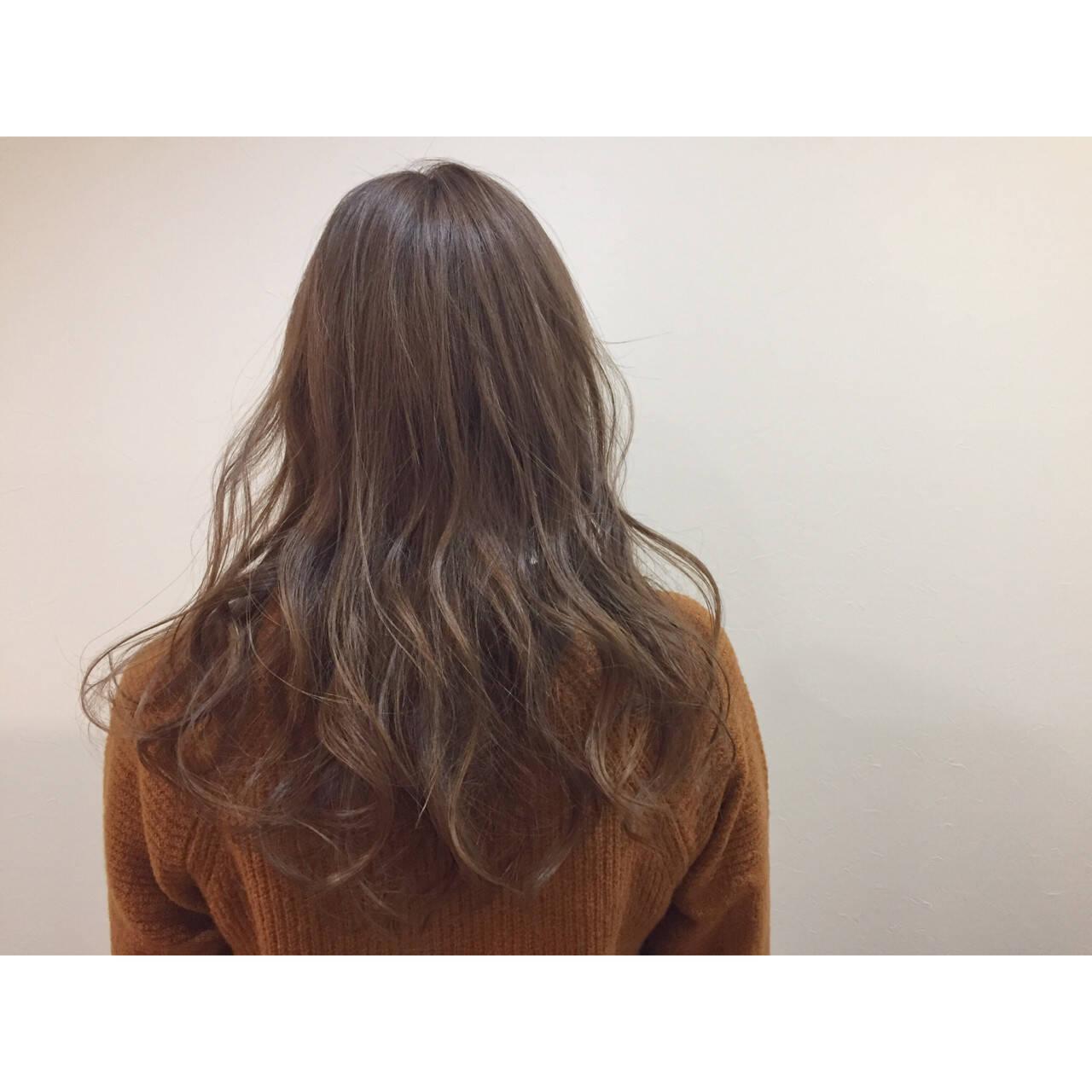 アッシュ 外国人風 フェミニン セミロングヘアスタイルや髪型の写真・画像