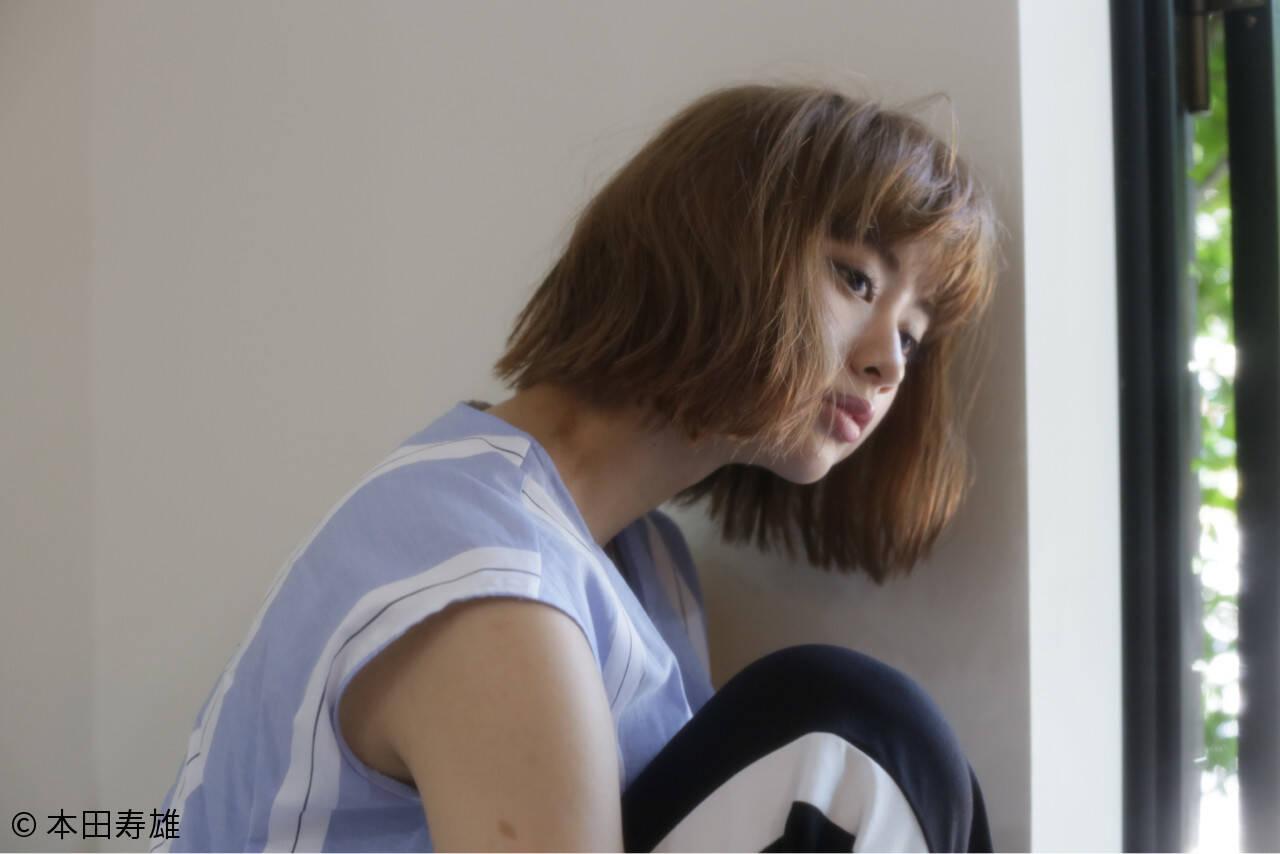 ミディアム 小顔 ウェーブ ナチュラルヘアスタイルや髪型の写真・画像