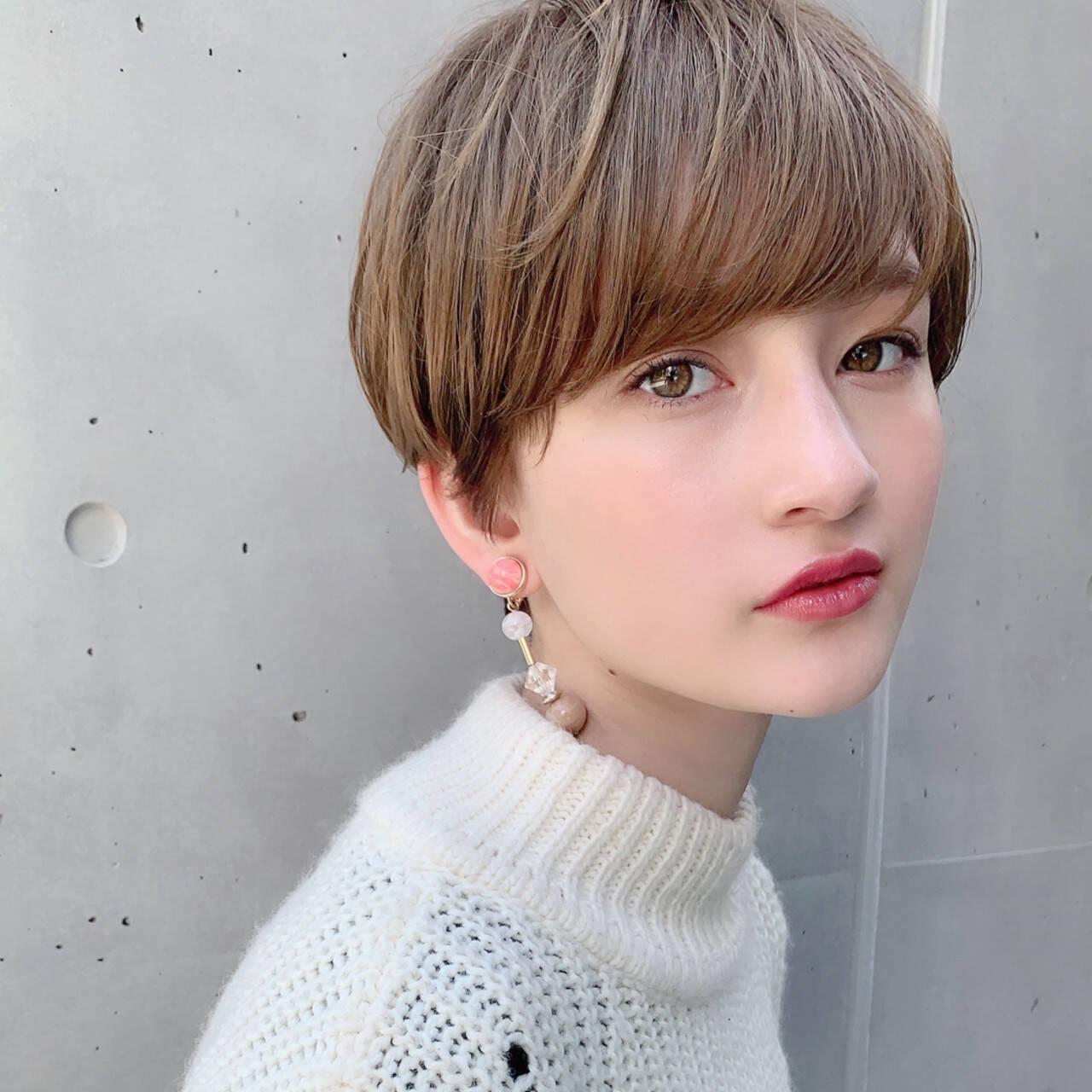 オフィス ショート パーマ ヘアアレンジヘアスタイルや髪型の写真・画像