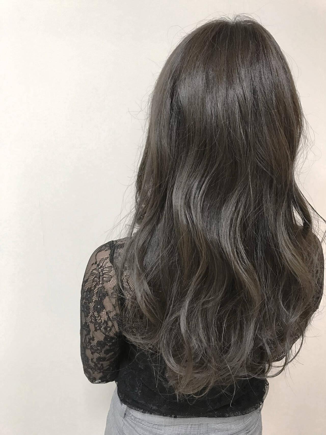 グレージュ ダブルカラー ロング 大人女子ヘアスタイルや髪型の写真・画像