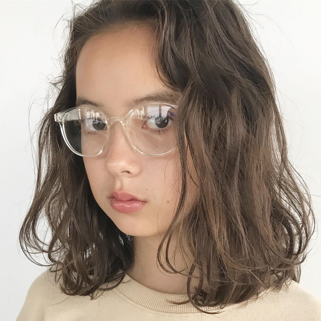 ミディアム ベージュ ナチュラル パーマヘアスタイルや髪型の写真・画像