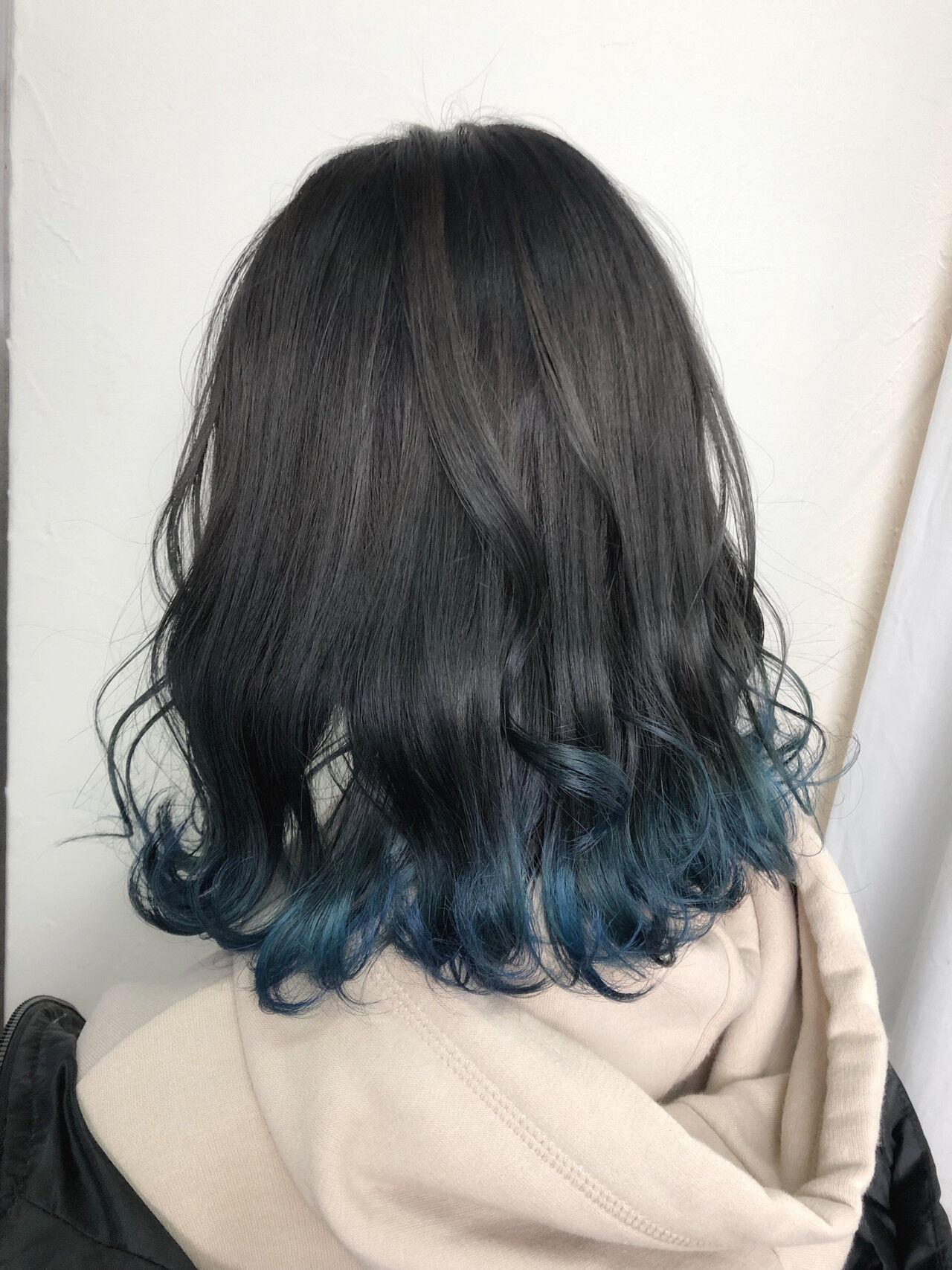 ブルーアッシュ セミロング 裾カラー ナチュラルヘアスタイルや髪型の写真・画像