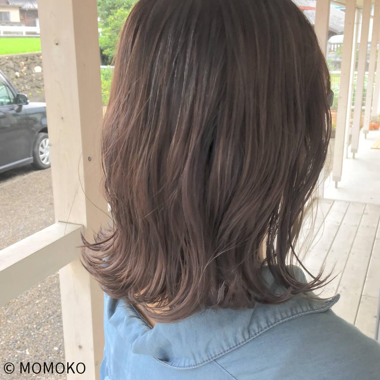 ミルクティーベージュ ミディアム デート グレージュヘアスタイルや髪型の写真・画像