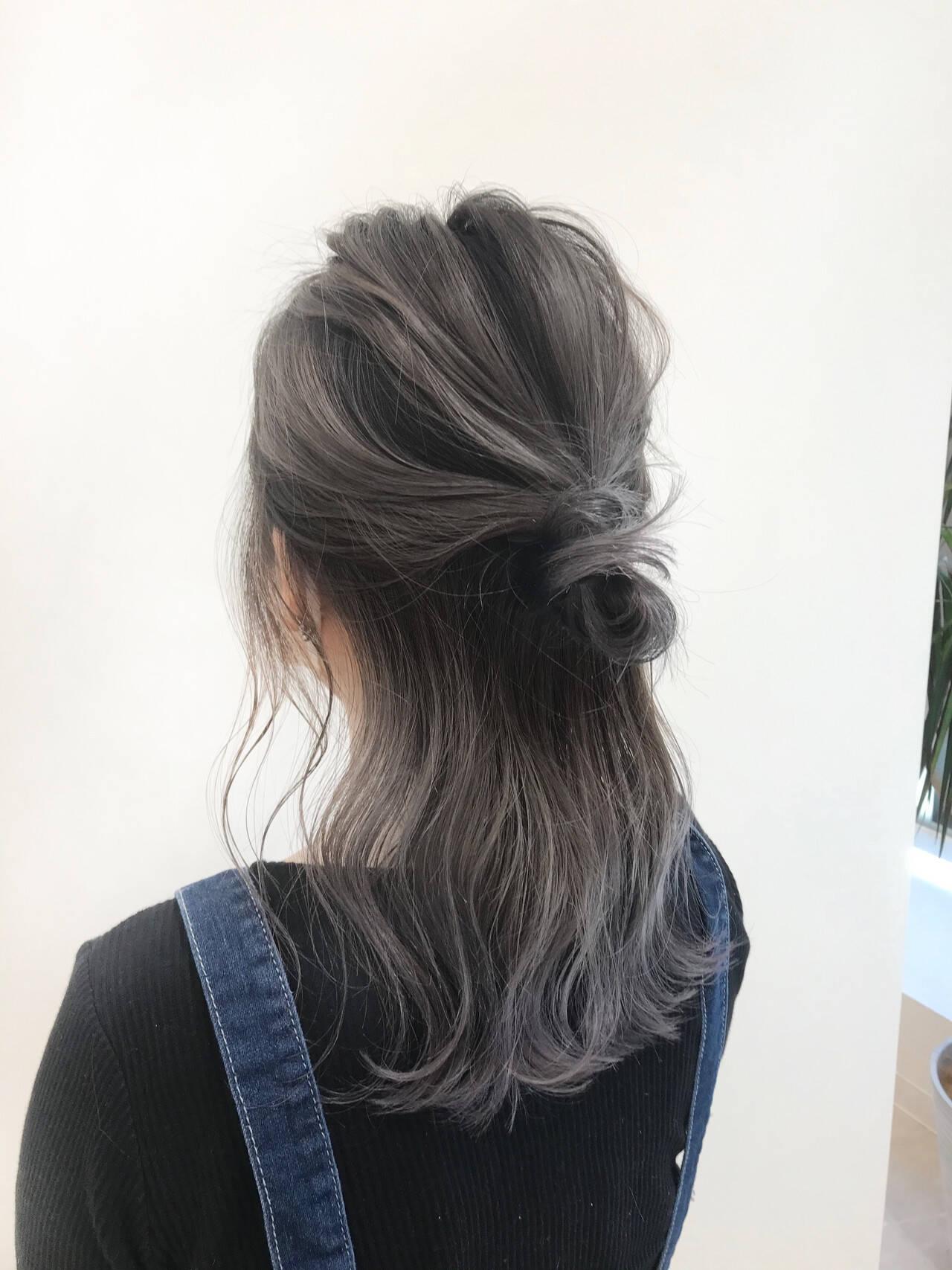 簡単ヘアアレンジ バレイヤージュ ミディアム ガーリーヘアスタイルや髪型の写真・画像
