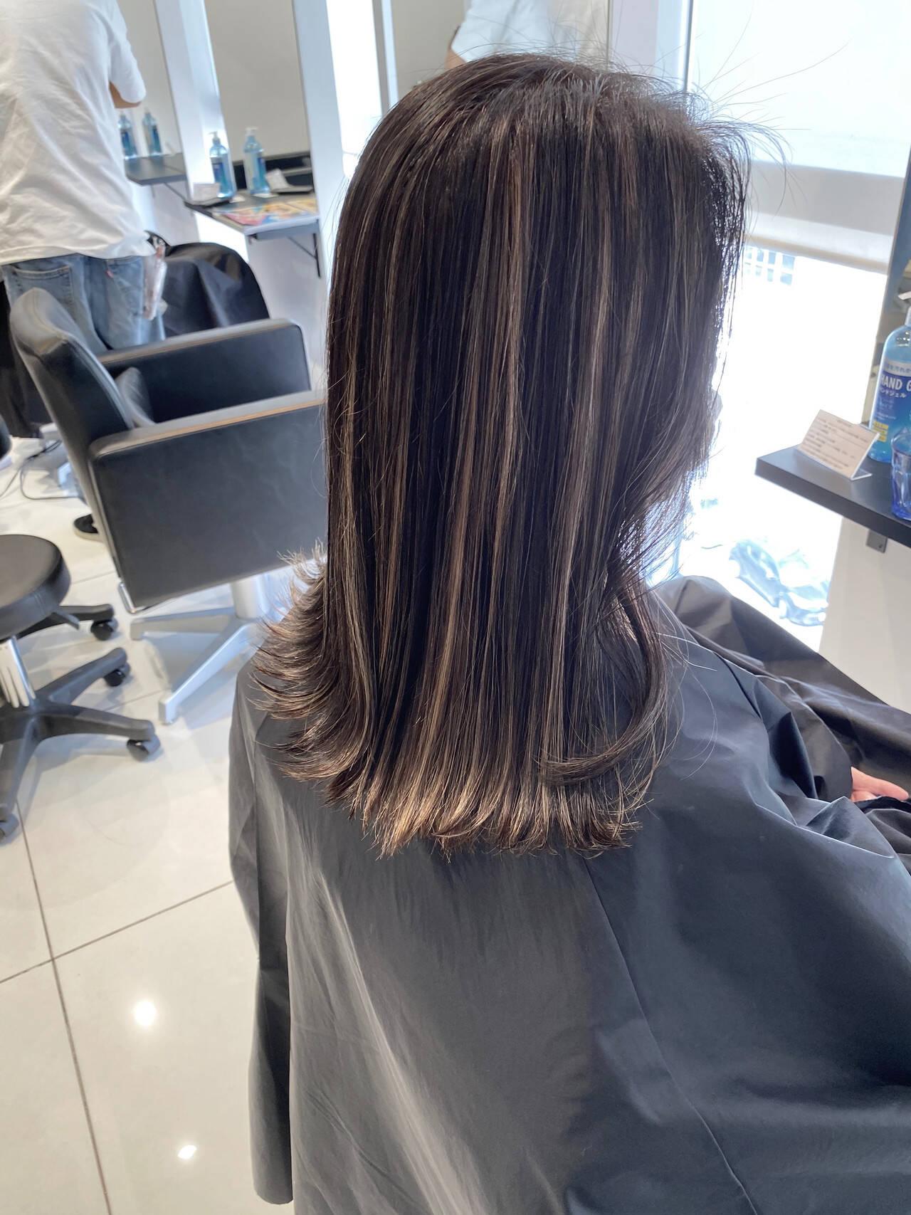 ミディアム ストリート ホワイトハイライト ハイライトヘアスタイルや髪型の写真・画像