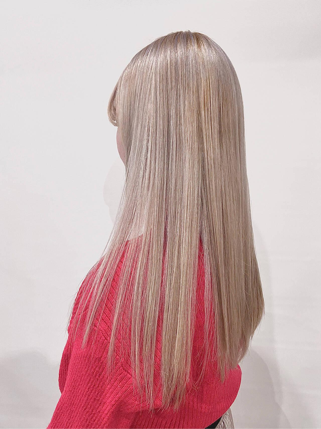 ロング ホワイト ホワイトグレージュ ホワイトカラーヘアスタイルや髪型の写真・画像