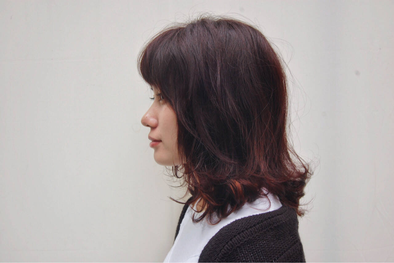ピンク ミディアム レッド ストリートヘアスタイルや髪型の写真・画像