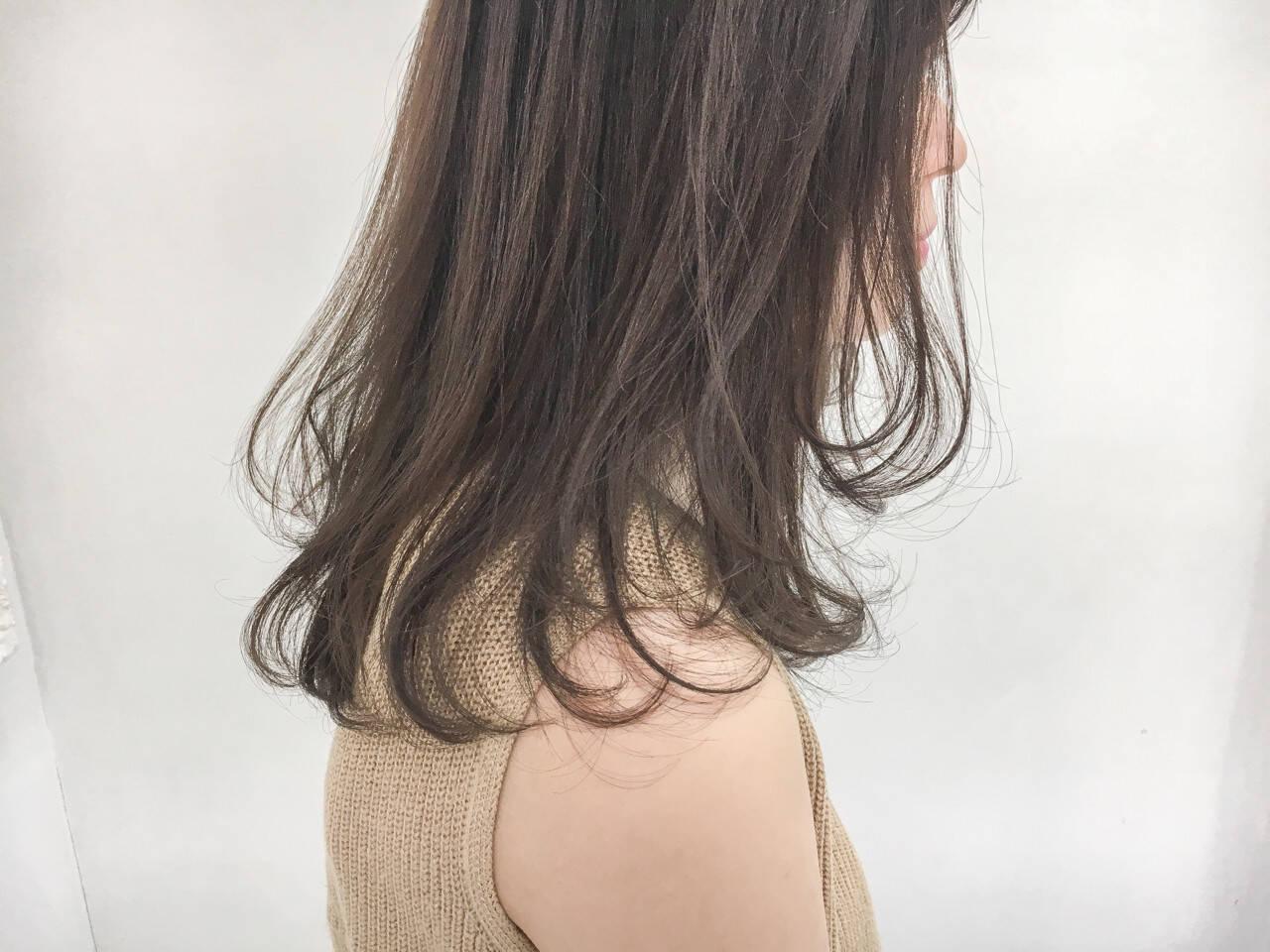 デート ナチュラル 大人女子 グレージュヘアスタイルや髪型の写真・画像