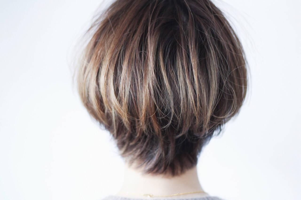 ボブ ナチュラル グレージュ 大人ハイライトヘアスタイルや髪型の写真・画像