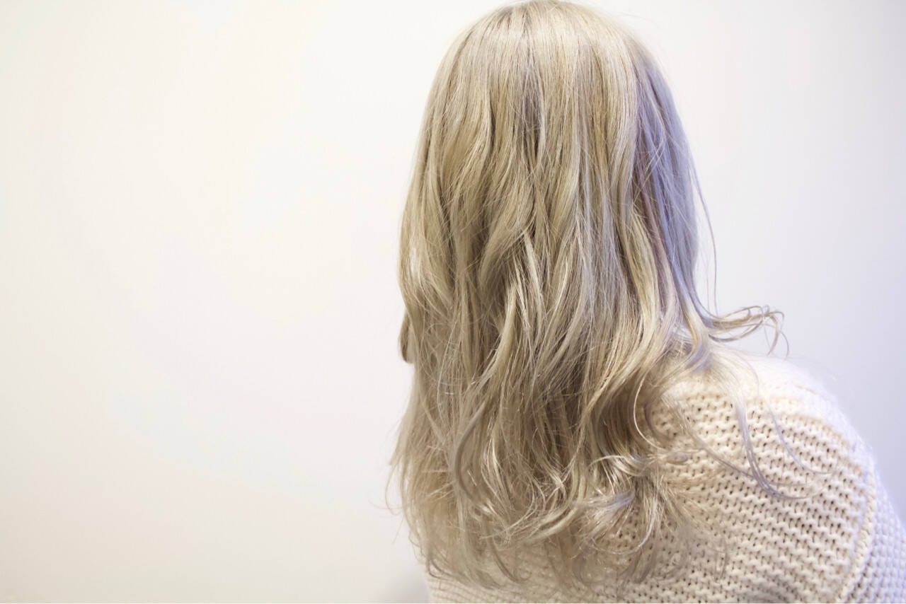 ロング ホワイト ブリーチ ガーリーヘアスタイルや髪型の写真・画像