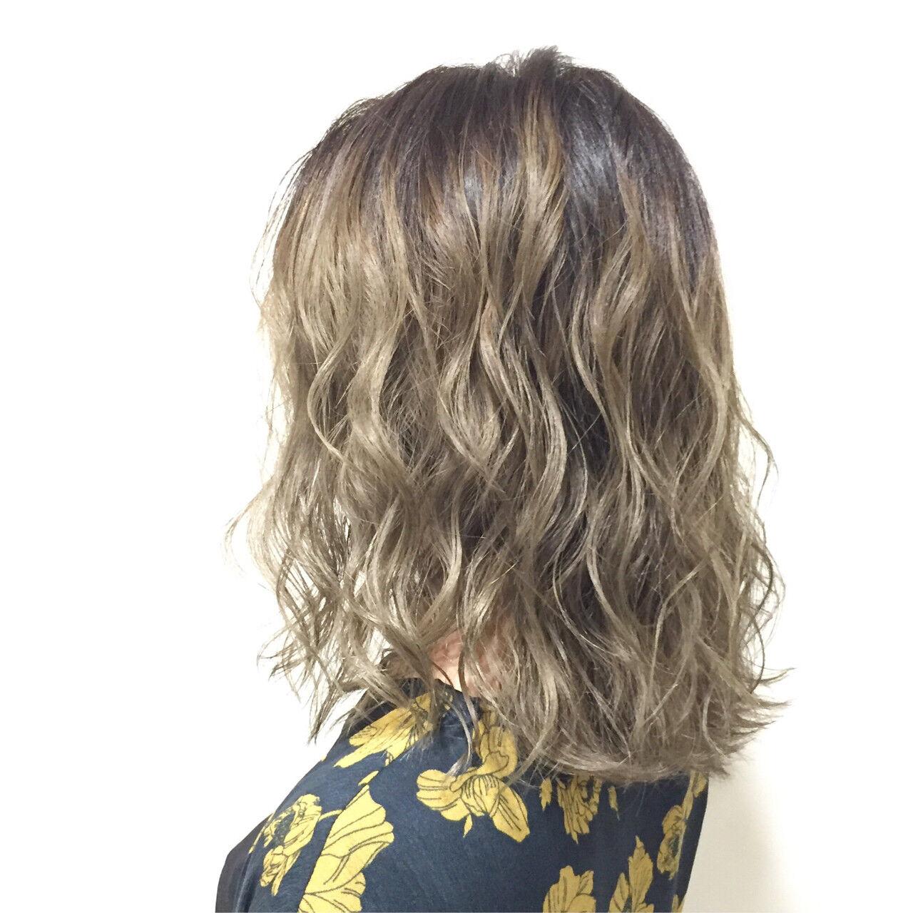 グラデーションカラー ガーリー ミディアム ハイライトヘアスタイルや髪型の写真・画像